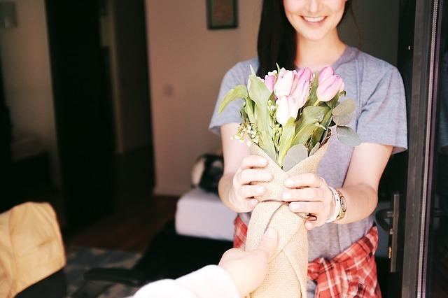 花は男性が愛する人に贈るものと言う固定概念